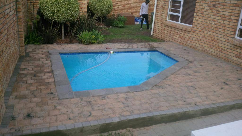 Swimming pool installations repairs equipment bayline for Fiberglass pools colorado